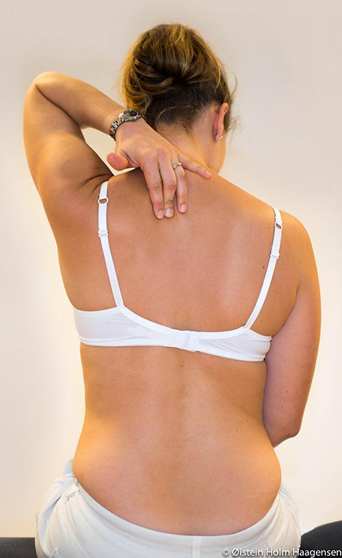 smerter i brystet og ryggen