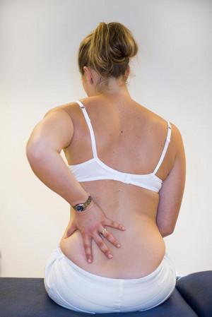 63ec781e Korsryggsmerter er det vanligste problemet i nerve- muskel-  skjelettapparatet og samfunnets dyreste enkeltplage. Vondt i ryggen er en  smertefull, ...